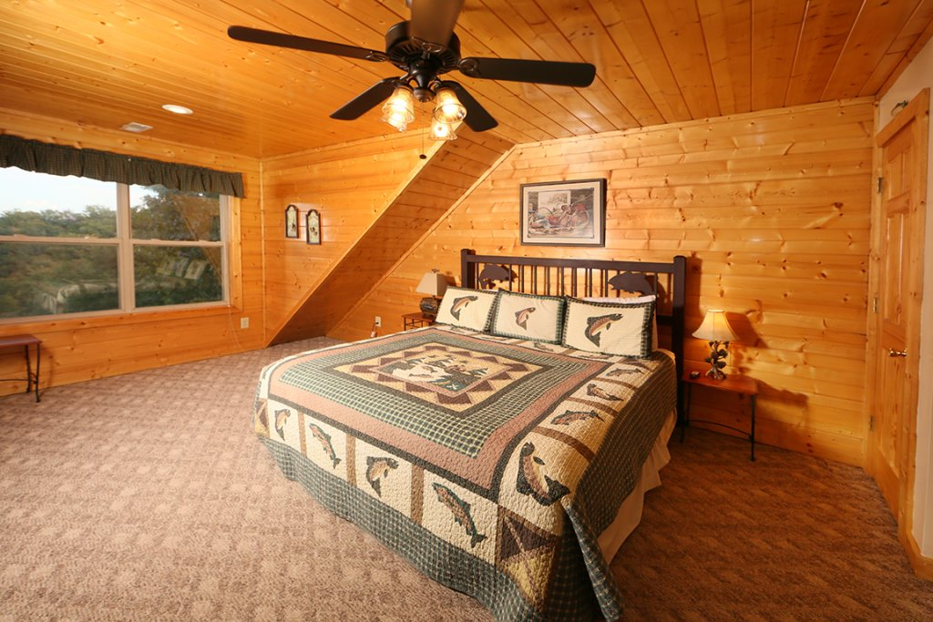 Photo of a Pigeon Forge Cabin named Mountain Shadow Lodge - This is the twenty-eighth photo in the set.