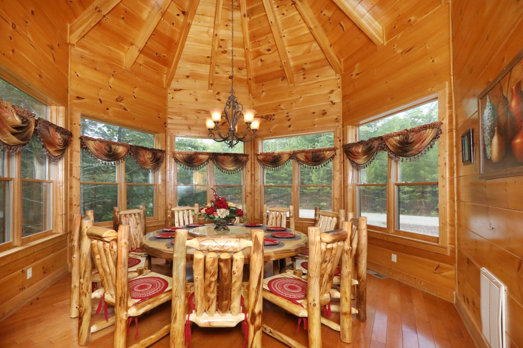 Photo of a Pigeon Forge Cabin named Majestic Manor - This is the forty-fifth photo in the set.