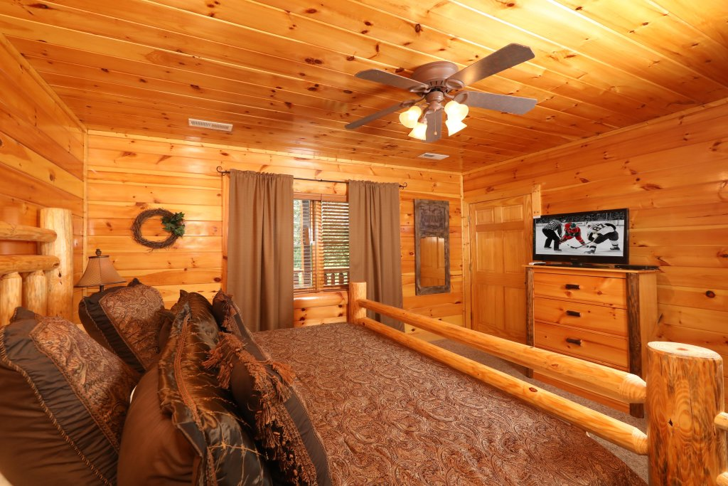 Photo of a Pigeon Forge Cabin named Playhouse Cinema - This is the twenty-sixth photo in the set.