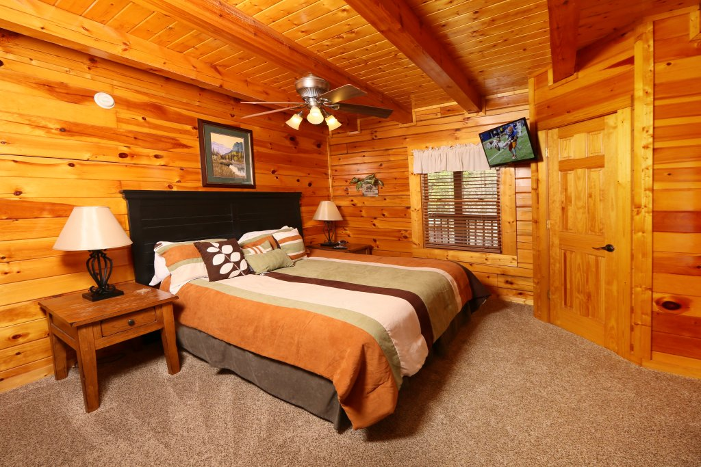 Photo of a Pigeon Forge Cabin named Snow Bear - This is the fourteenth photo in the set.