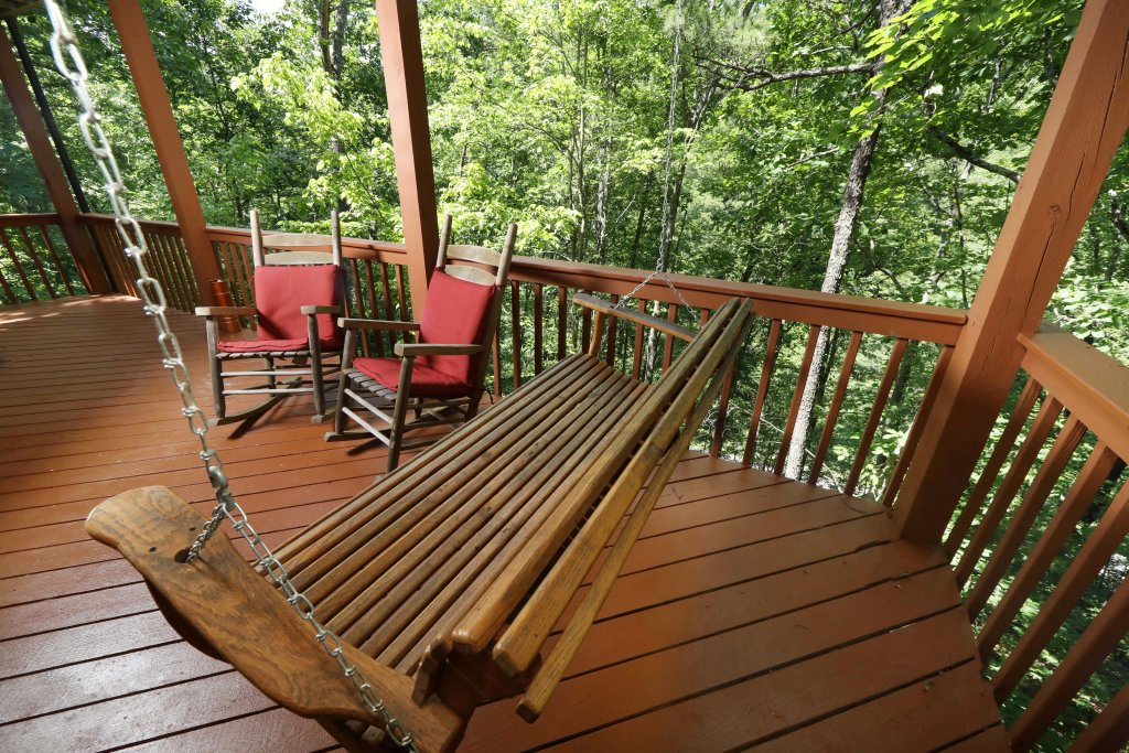 Photo of a Pigeon Forge Cabin named Just Hanging Out - This is the fifth photo in the set.
