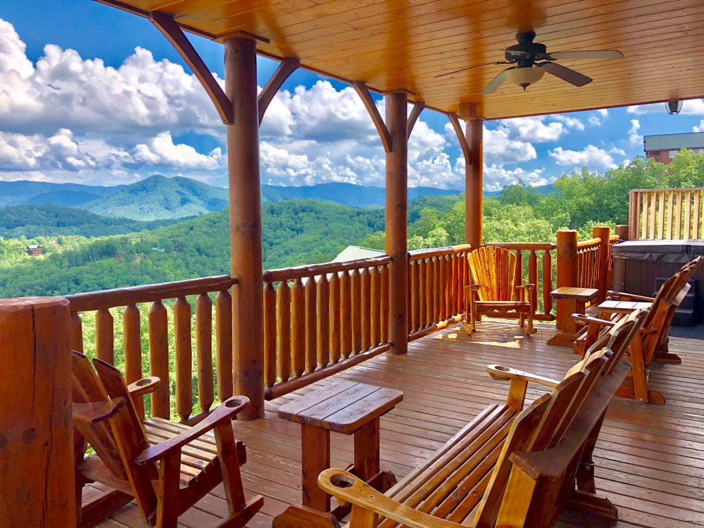 Photo of a Sevierville Cabin named Award Winning Views - This is the second photo in the set.