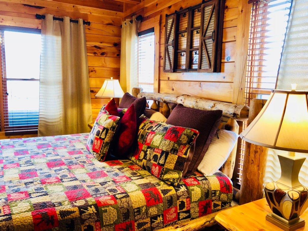 Photo of a Sevierville Cabin named Award Winning Views - This is the sixteenth photo in the set.