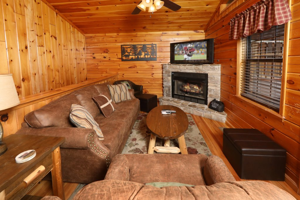 Photo of a Pigeon Forge Cabin named Just Hanging Out - This is the fourteenth photo in the set.