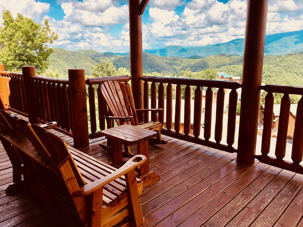 Photo of a Sevierville Cabin named Award Winning Views - This is the fourth photo in the set.
