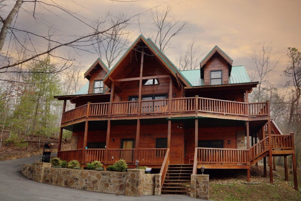 Photo of a Pigeon Forge Cabin named Smoky Mountain Getaway - This is the third photo in the set.