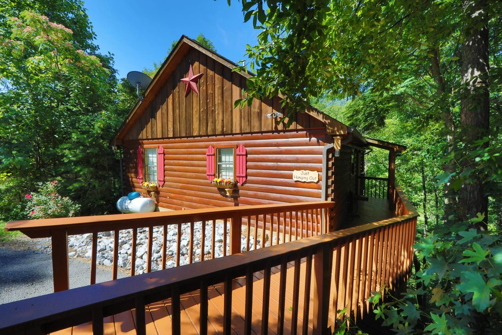 Photo of a Pigeon Forge Cabin named Just Hanging Out - This is the first photo in the set.