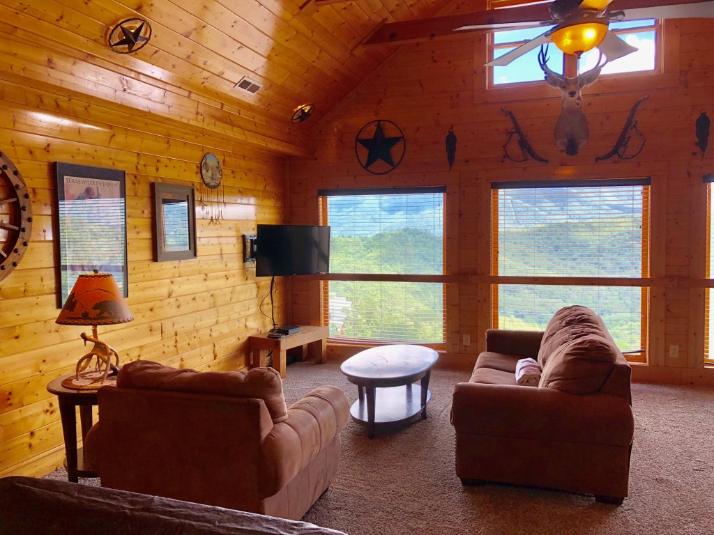 Photo of a Sevierville Cabin named Award Winning Views - This is the thirty-fifth photo in the set.