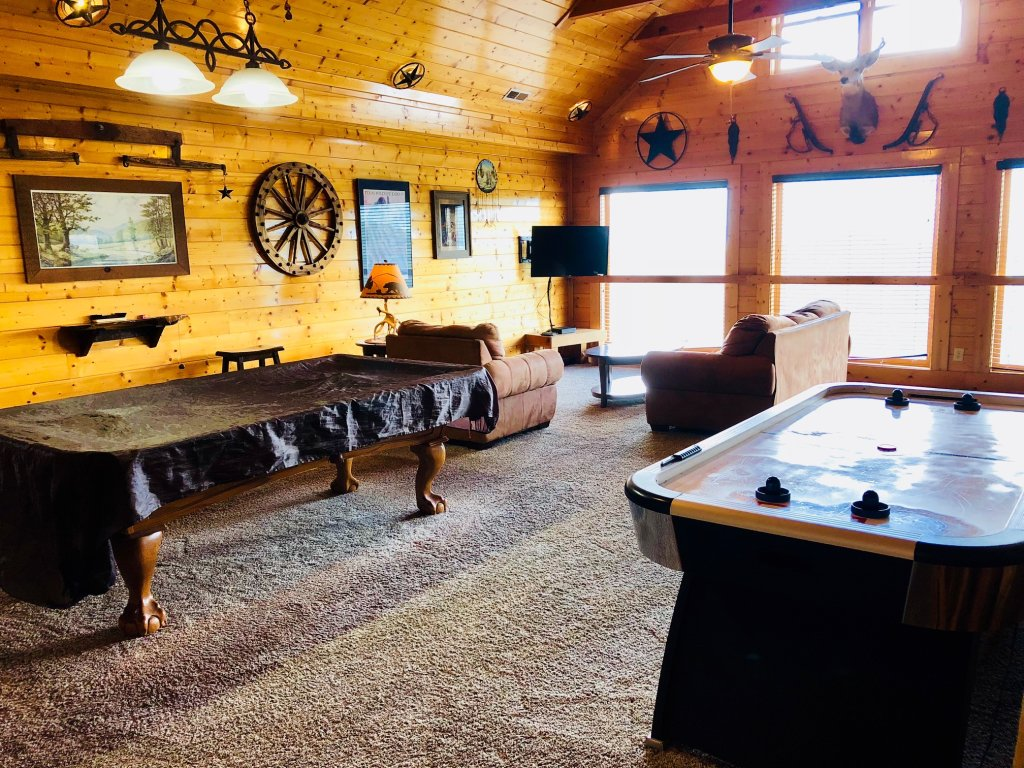 Photo of a Sevierville Cabin named Award Winning Views - This is the thirty-third photo in the set.