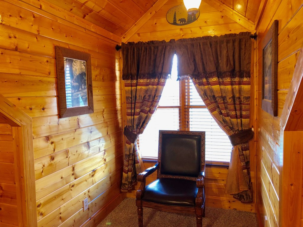 Photo of a Sevierville Cabin named Award Winning Views - This is the twenty-sixth photo in the set.
