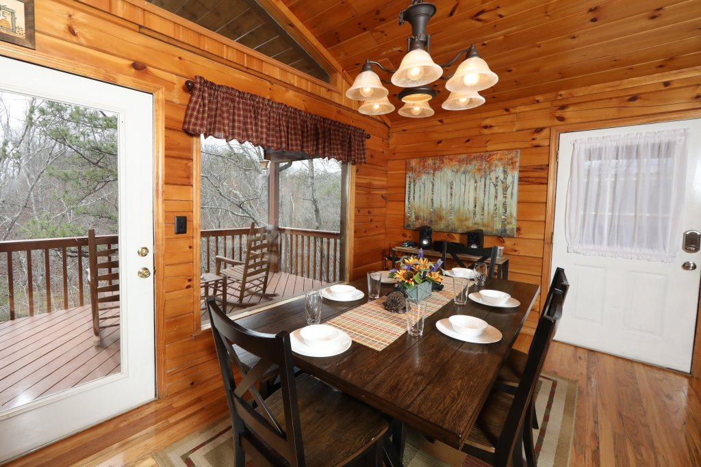Photo of a Pigeon Forge Cabin named Just Hanging Out - This is the thirty-sixth photo in the set.