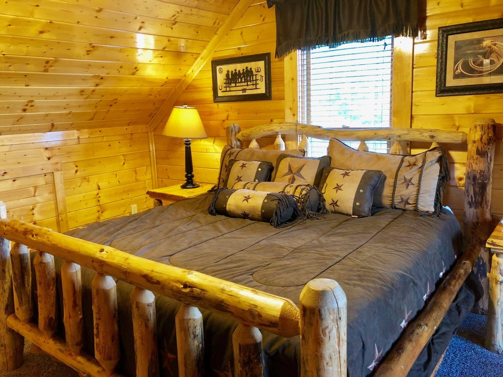 Photo of a Sevierville Cabin named Award Winning Views - This is the nineteenth photo in the set.