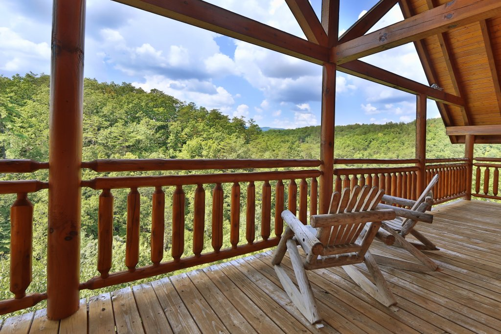 Photo of a Pigeon Forge Cabin named Family Valley Lodge - This is the second photo in the set.