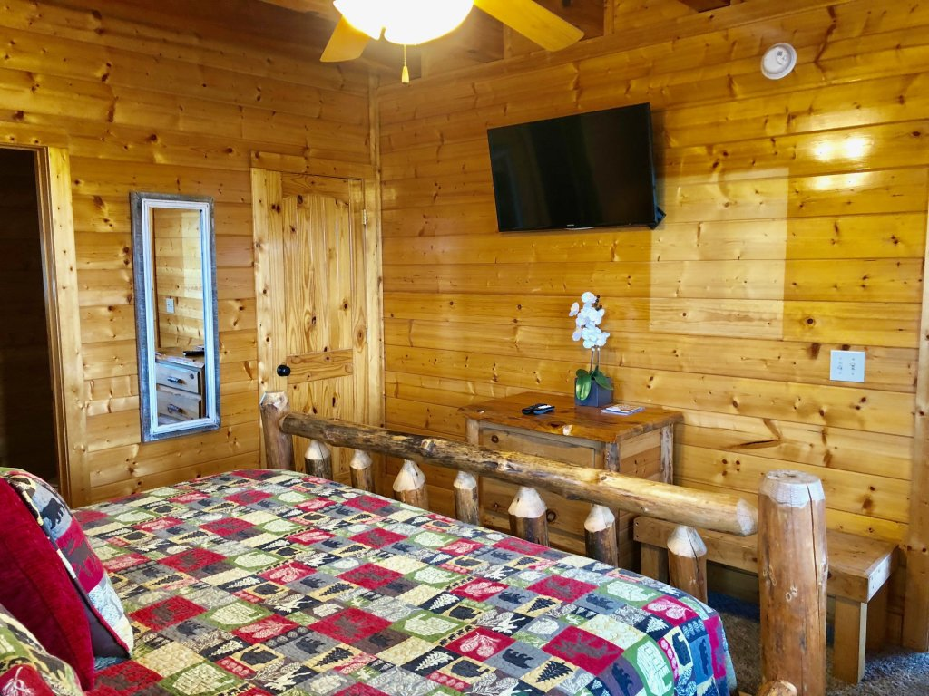 Photo of a Sevierville Cabin named Award Winning Views - This is the fourteenth photo in the set.