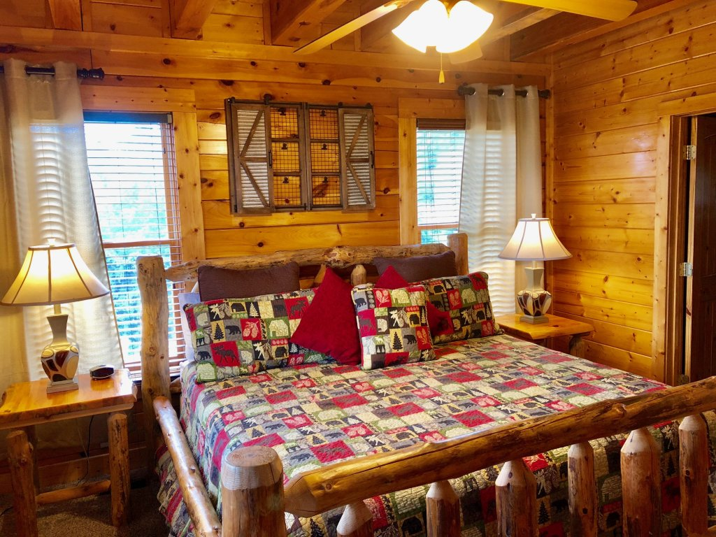 Photo of a Sevierville Cabin named Award Winning Views - This is the thirteenth photo in the set.