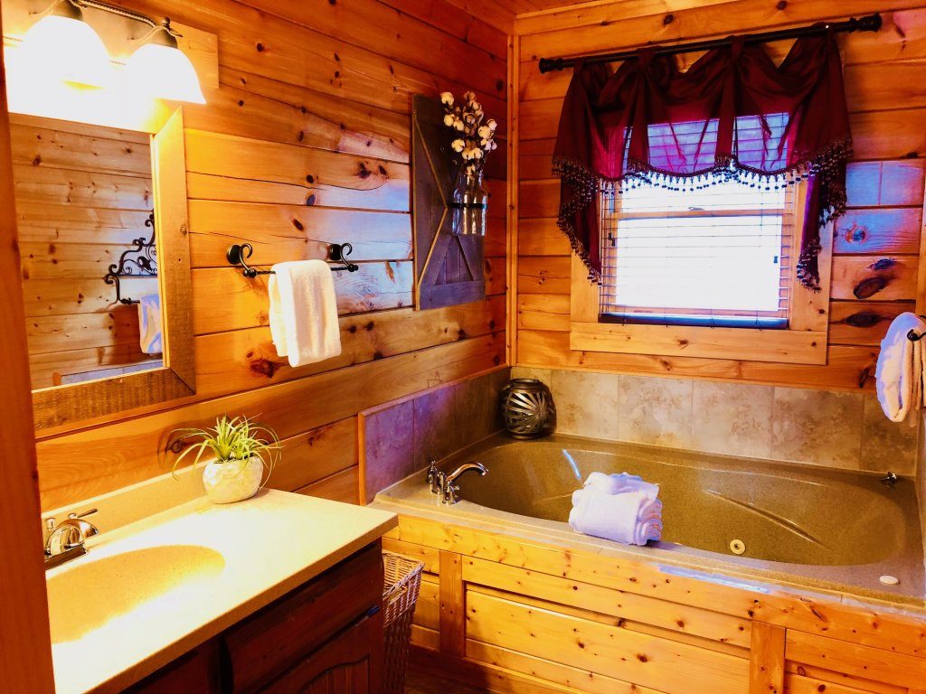 Photo of a Sevierville Cabin named Award Winning Views - This is the seventeenth photo in the set.