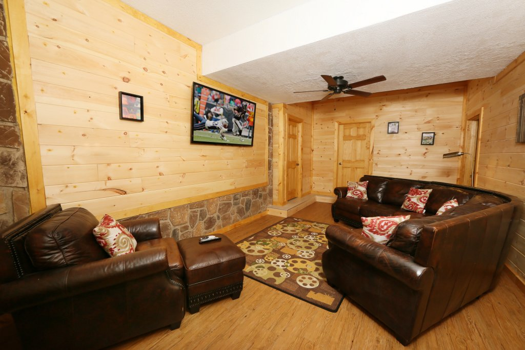 Photo of a Pigeon Forge Cabin named Family Valley Lodge - This is the forty-sixth photo in the set.