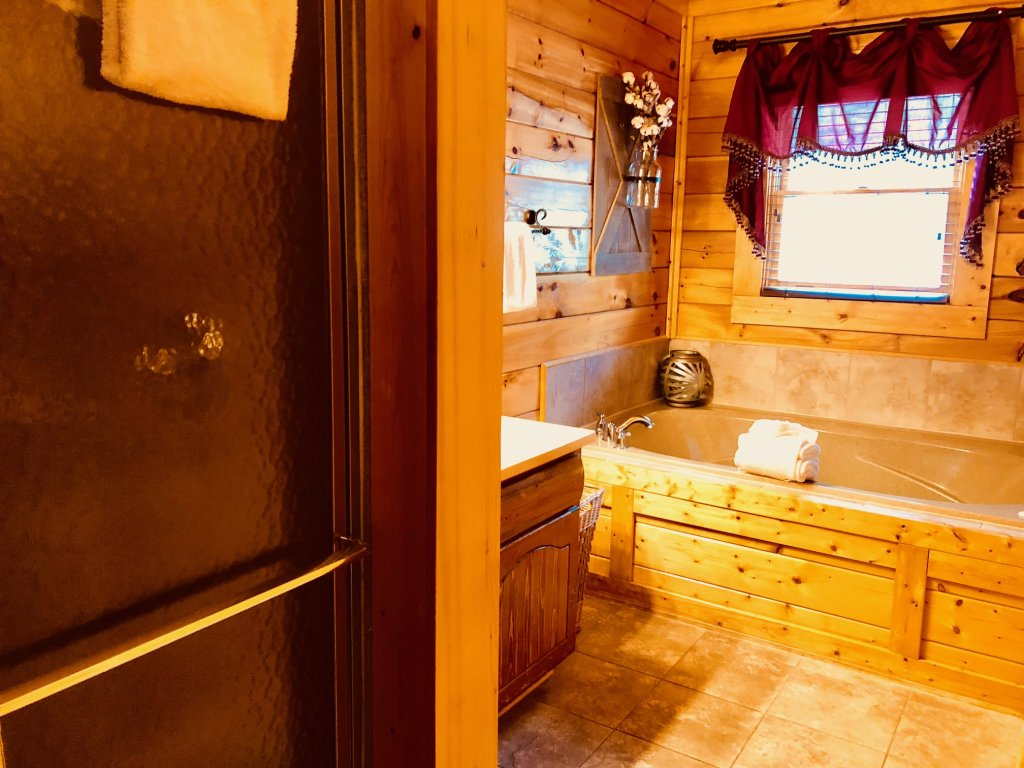 Photo of a Sevierville Cabin named Award Winning Views - This is the eighteenth photo in the set.