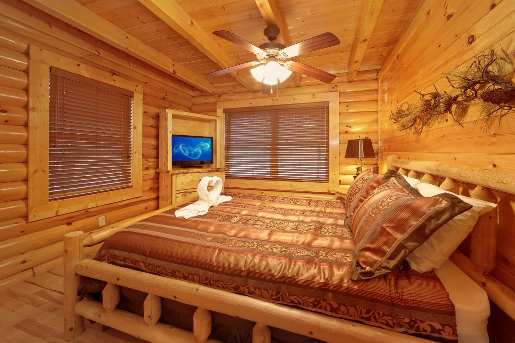 Photo of a Gatlinburg Cabin named Cupids Arrow - This is the sixteenth photo in the set.