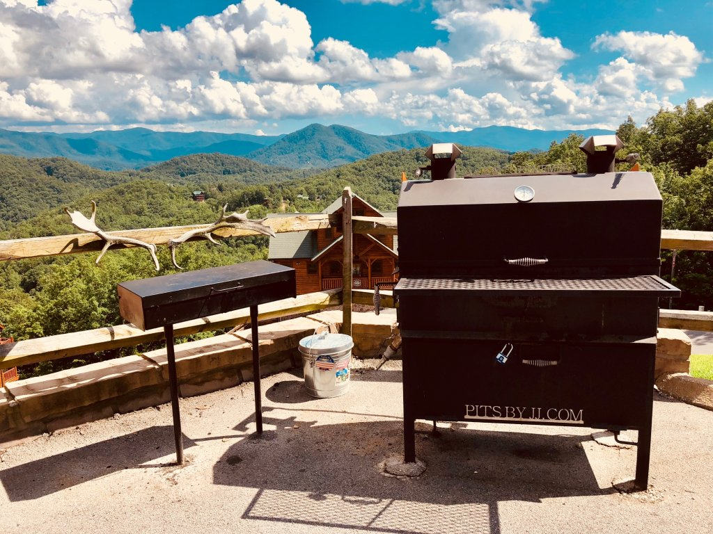 Photo of a Sevierville Cabin named Award Winning Views - This is the seventh photo in the set.