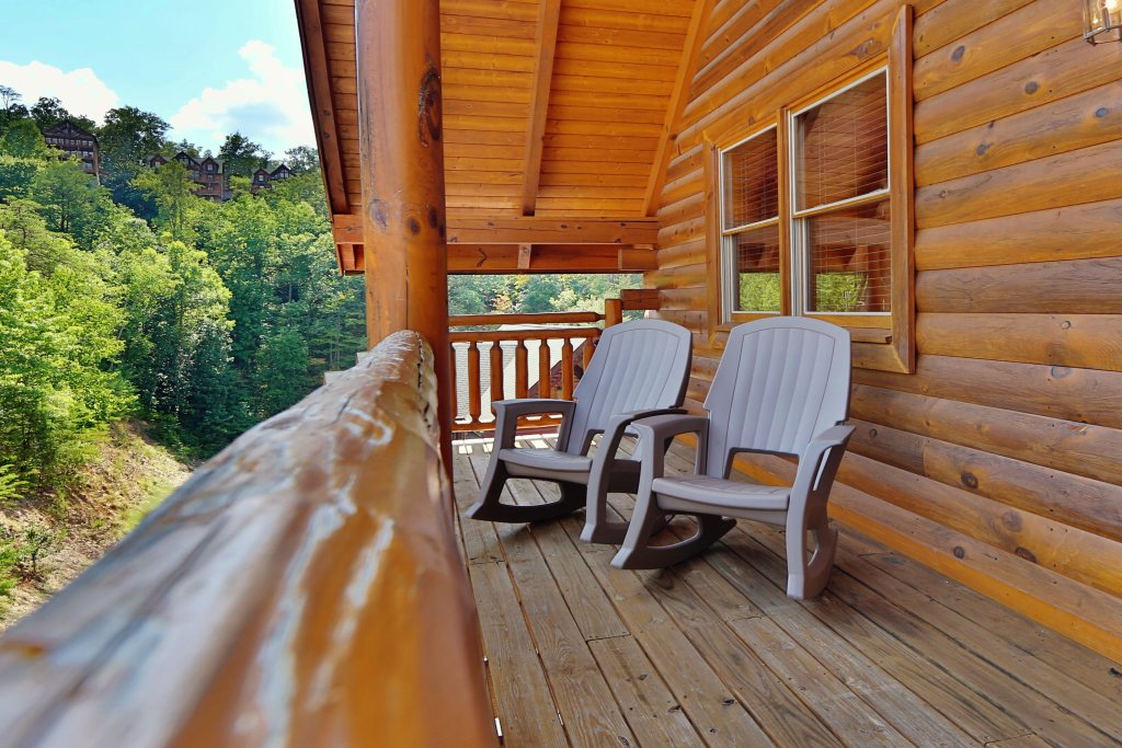 Photo of a Pigeon Forge Cabin named Family Valley Lodge - This is the fourth photo in the set.