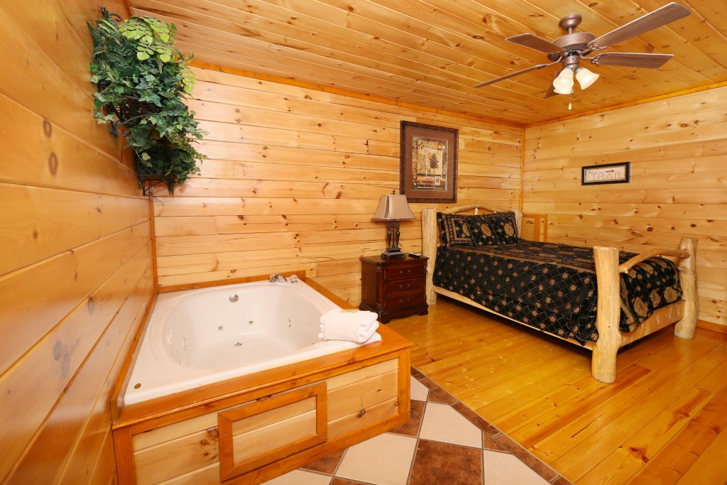 Photo of a Pigeon Forge Cabin named Family Valley Lodge - This is the twenty-fourth photo in the set.