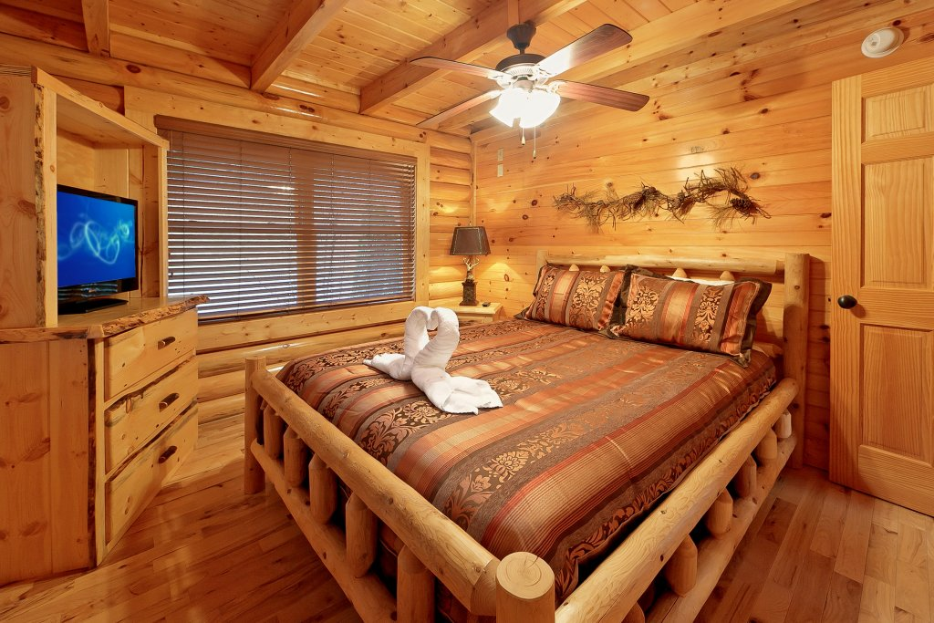 Photo of a Gatlinburg Cabin named Cupids Arrow - This is the eighth photo in the set.