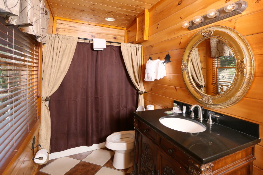 Photo of a Pigeon Forge Cabin named Family Valley Lodge - This is the thirty-first photo in the set.