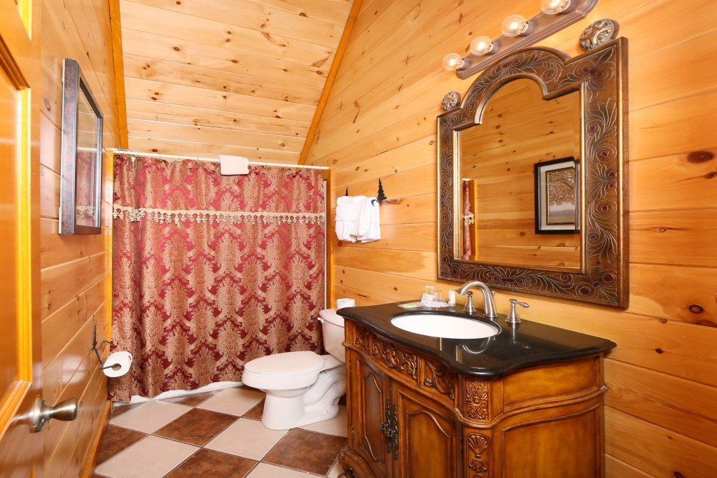 Photo of a Pigeon Forge Cabin named Family Valley Lodge - This is the nineteenth photo in the set.