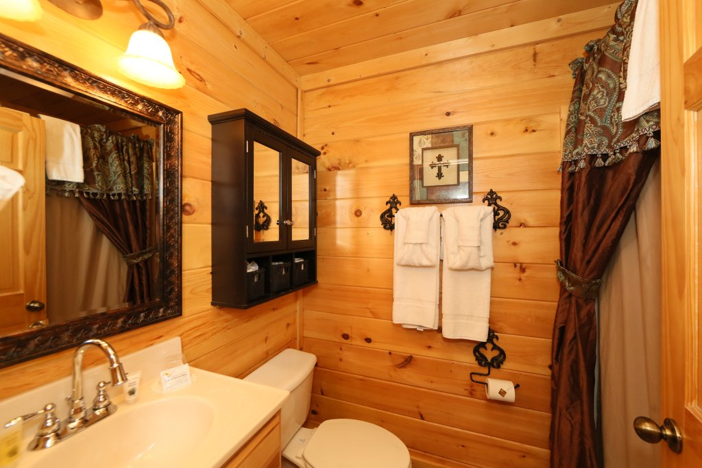 Photo of a Pigeon Forge Cabin named Moonlight And Memories - This is the nineteenth photo in the set.