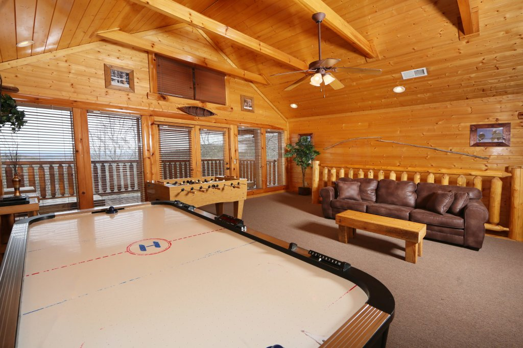Photo of a Pigeon Forge Cabin named Rising Eagle Lodge - This is the nineteenth photo in the set.