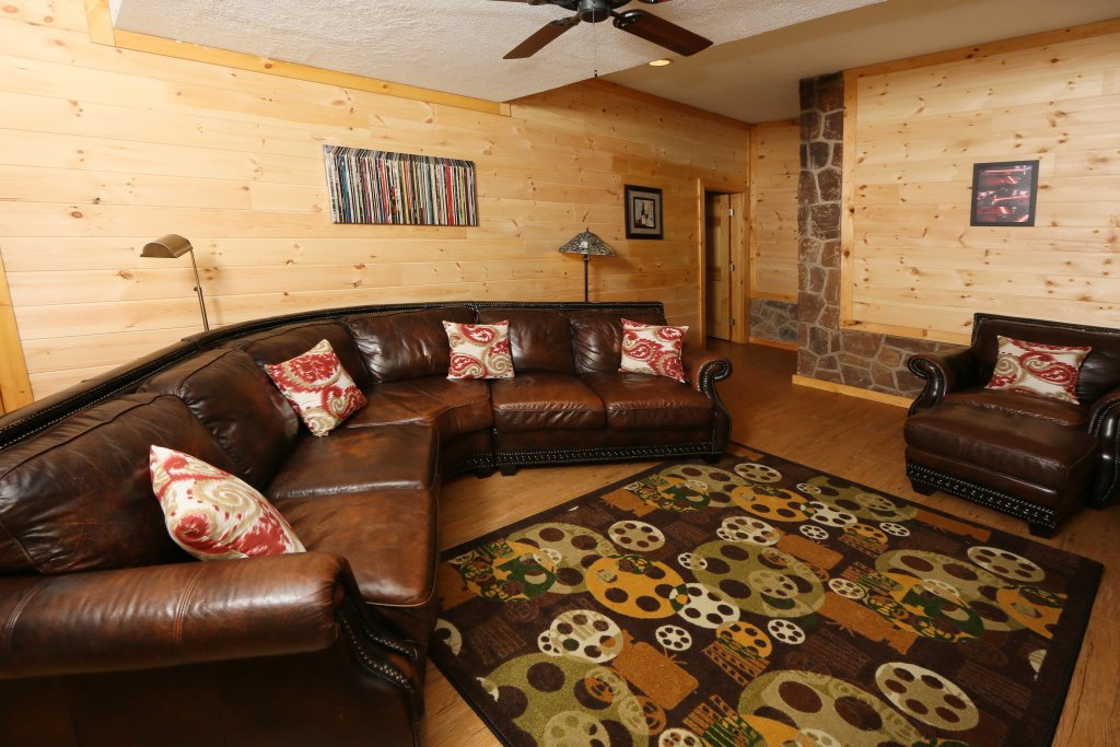 Photo of a Pigeon Forge Cabin named Family Valley Lodge - This is the forty-fourth photo in the set.