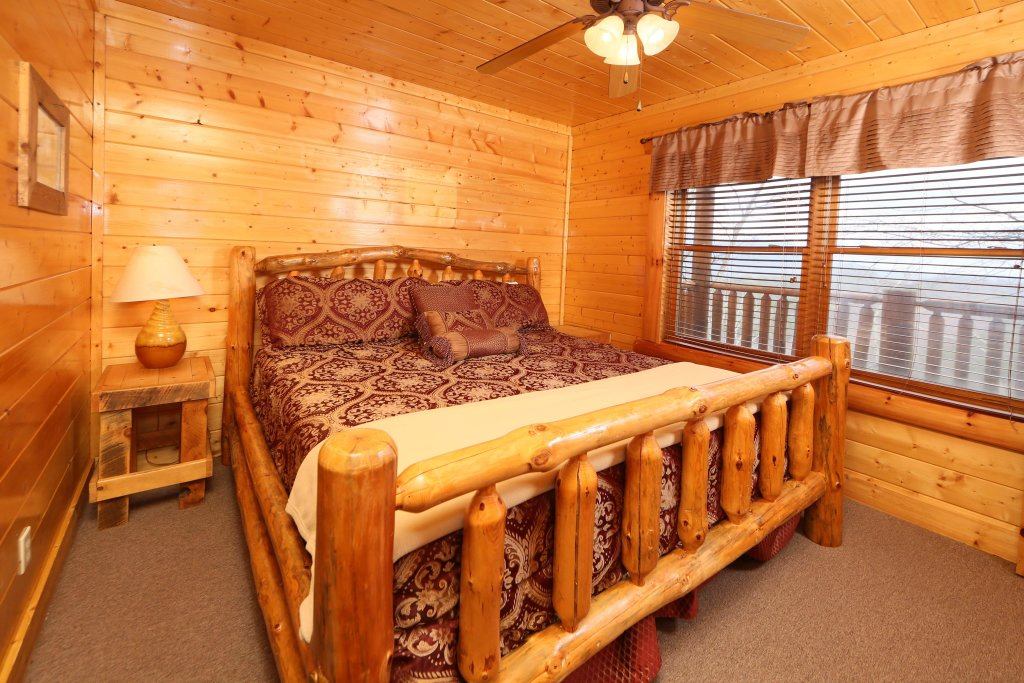 Photo of a Pigeon Forge Cabin named Rising Eagle Lodge - This is the tenth photo in the set.