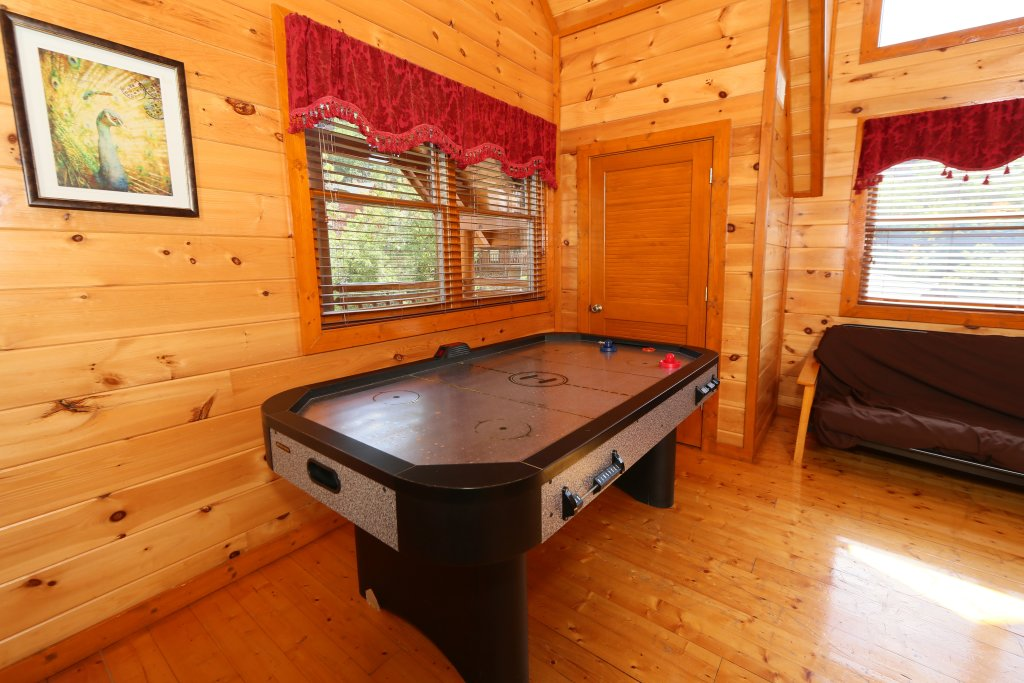 Photo of a Pigeon Forge Cabin named Family Valley Lodge - This is the thirty-ninth photo in the set.