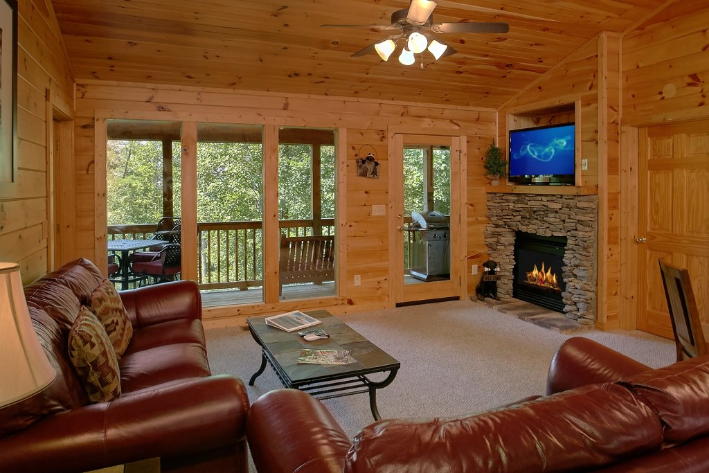 Photo of a Gatlinburg Cabin named Romance Inn - This is the thirty-third photo in the set.