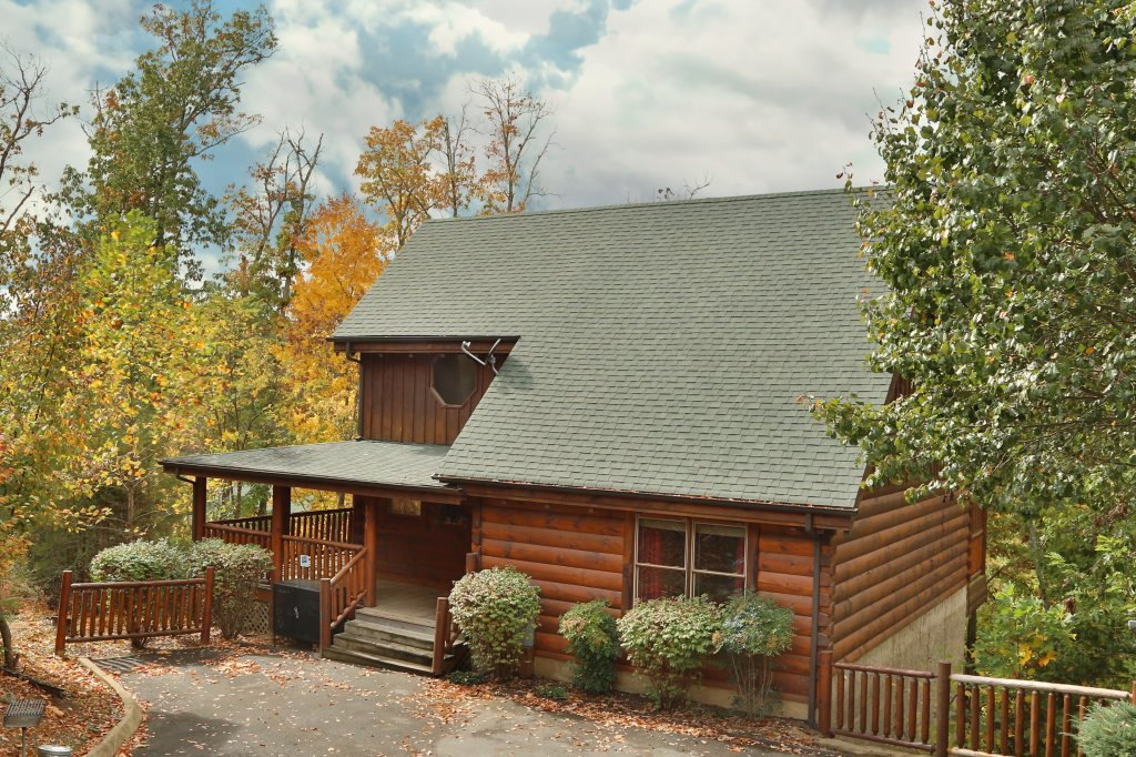 Photo of a Pigeon Forge Cabin named Moonlight And Memories - This is the first photo in the set.