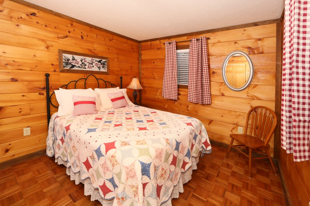 Photo of a Pigeon Forge Cabin named Windsong - This is the sixteenth photo in the set.