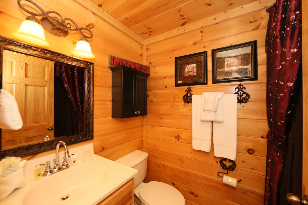 Photo of a Pigeon Forge Cabin named Moonlight And Memories - This is the fifteenth photo in the set.