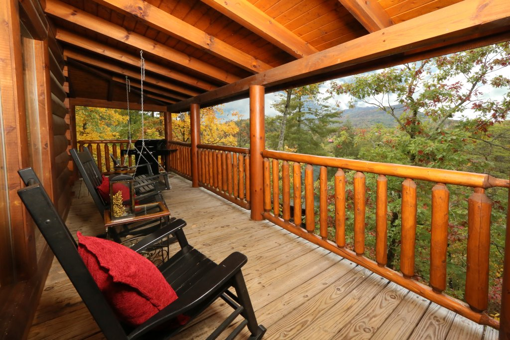 Photo of a Pigeon Forge Cabin named Moonlight And Memories - This is the third photo in the set.