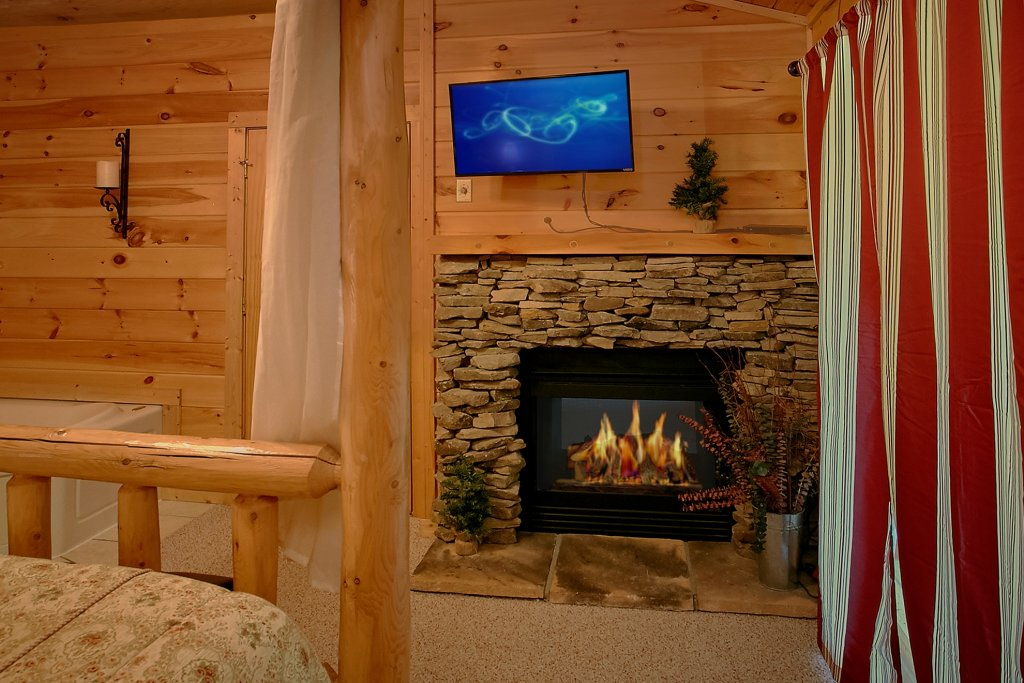 Photo of a Gatlinburg Cabin named Romance Inn - This is the thirty-fifth photo in the set.