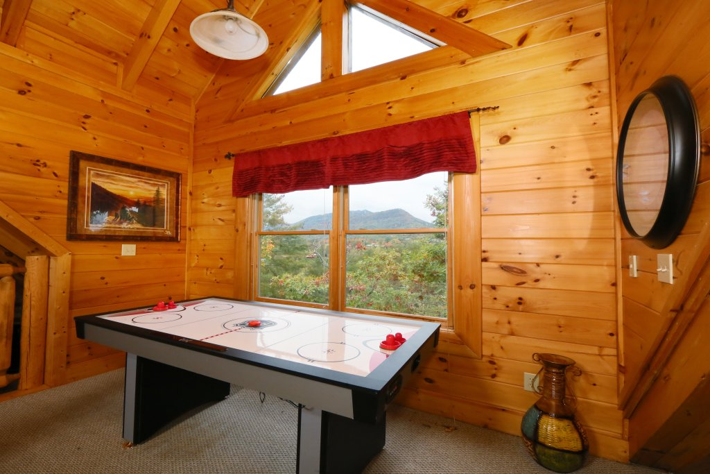 Photo of a Pigeon Forge Cabin named Moonlight And Memories - This is the twenty-first photo in the set.