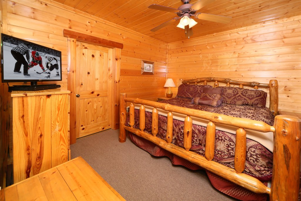 Photo of a Pigeon Forge Cabin named Rising Eagle Lodge - This is the sixth photo in the set.