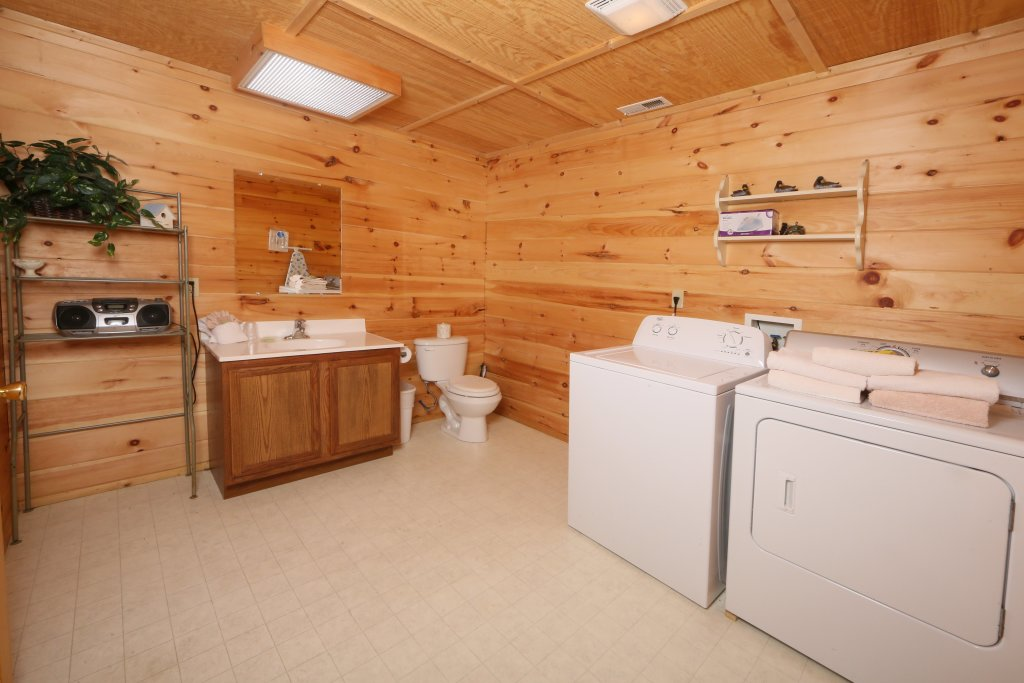 Photo of a Sevierville Cabin named Fireside Memories - This is the thirteenth photo in the set.