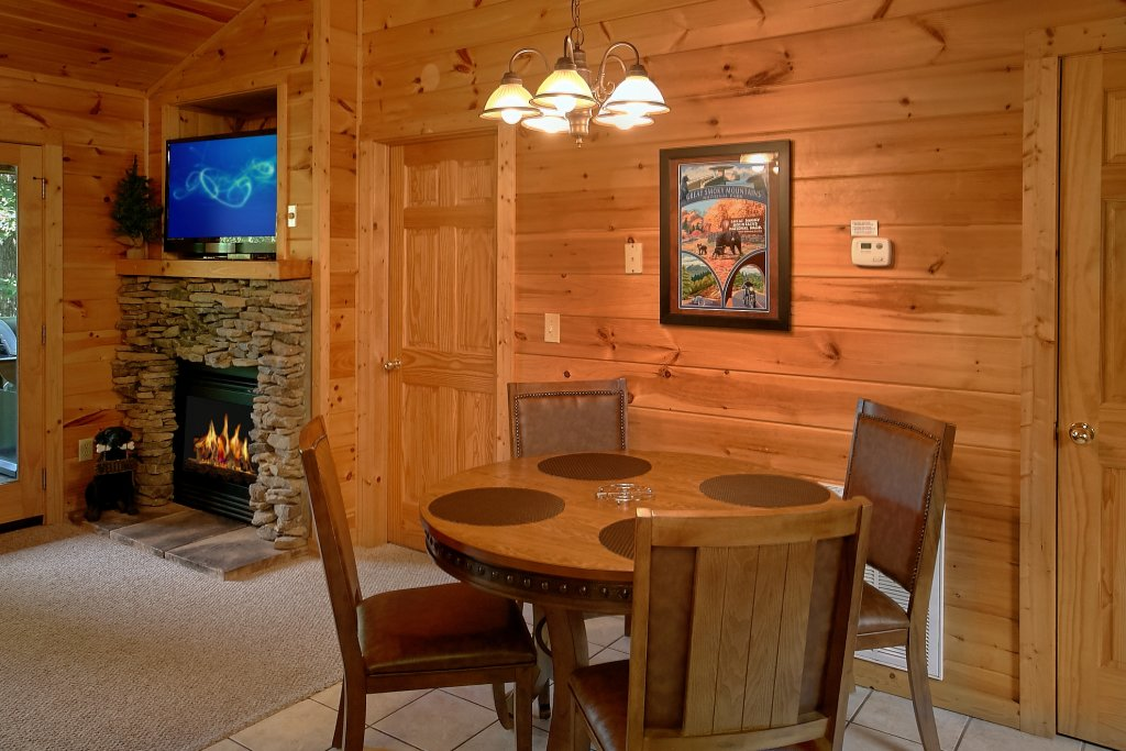 Photo of a Gatlinburg Cabin named Romance Inn - This is the thirty-fourth photo in the set.