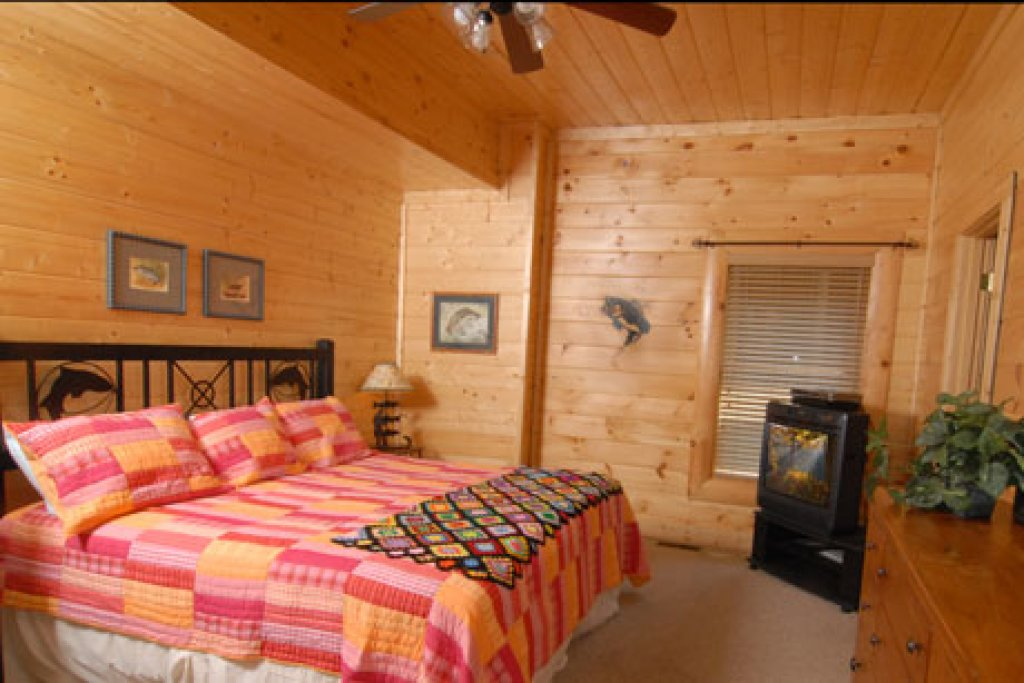 Photo of a Pigeon Forge Cabin named Echoes Of Eden - This is the fifteenth photo in the set.