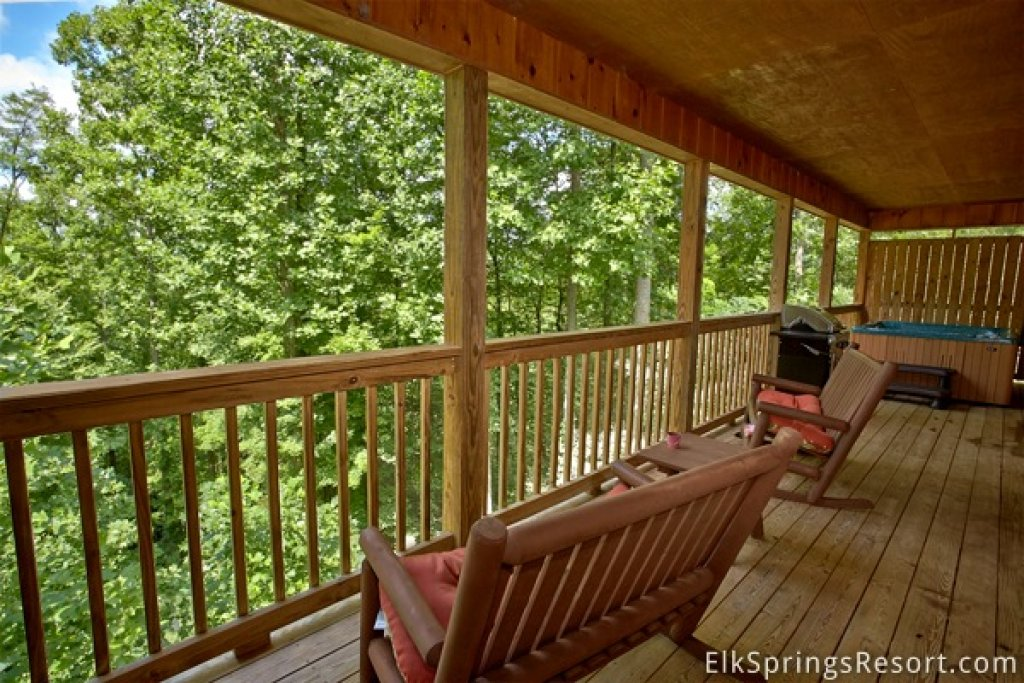 Photo of a Gatlinburg Cabin named Romance Inn - This is the twenty-fifth photo in the set.