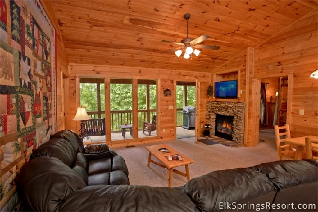 Photo of a Gatlinburg Cabin named Romance Inn - This is the thirty-second photo in the set.