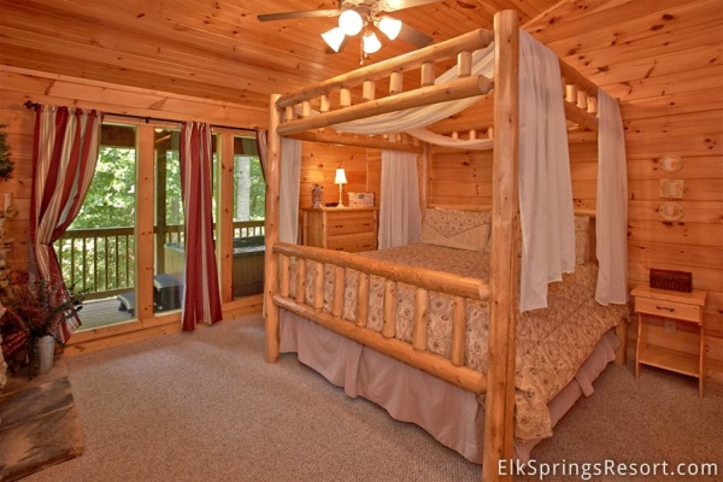 Photo of a Gatlinburg Cabin named Romance Inn - This is the forty-first photo in the set.