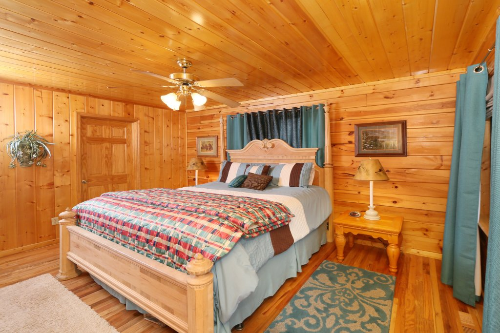 Photo of a Pigeon Forge Cabin named Drift Away - This is the seventeenth photo in the set.