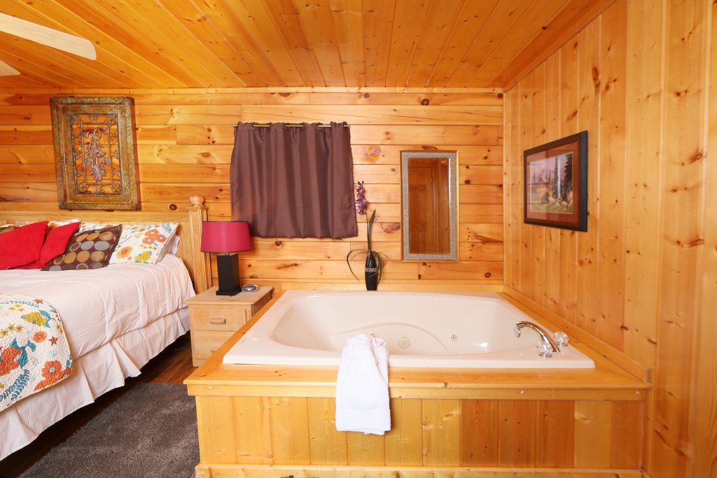 Photo of a Pigeon Forge Cabin named Drift Away - This is the thirteenth photo in the set.